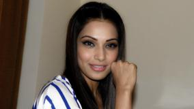 Bipasha Basu Promotes Jodi Breakers In Jaipur Smiling